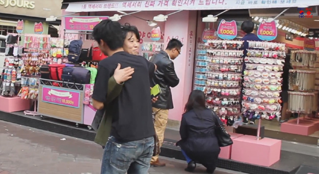 japanese_korean_hug3