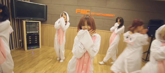 aoa-like-a-cat-special03