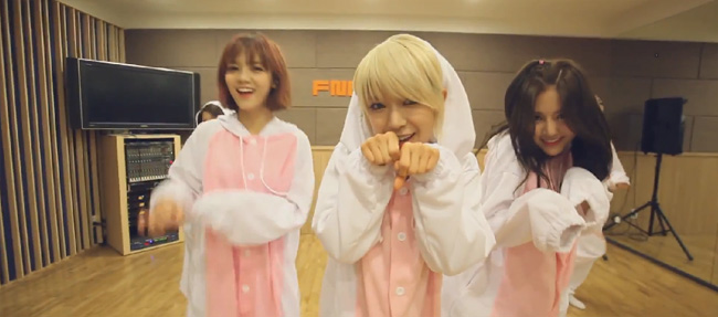 aoa-like-a-cat-special07
